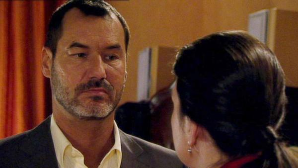 Julis und Olivers Glück wird durch Simone bedroht.