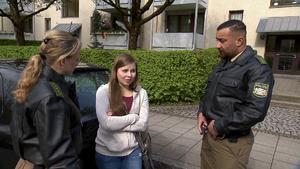18-Jährige wohnt mit Baby im Auto | Mädchen werden in Umkleide gefilmt