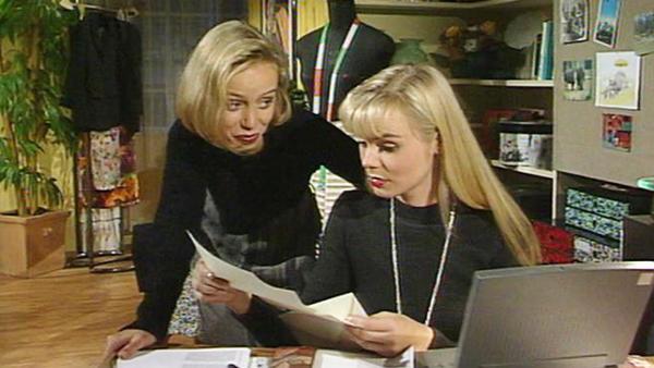 Die Polizei will mit Tina ein Experiment durchführen.