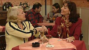 Margot erhält Besuch von einem Heiratskandidaten.