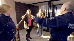 Lehrer wird auf Schultoilette gefunden | Polizei soll Zehnjähriger Jacke geklaut haben | 21-Jährige