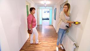 Schwangere Maklerin auf Wohnungssuche
