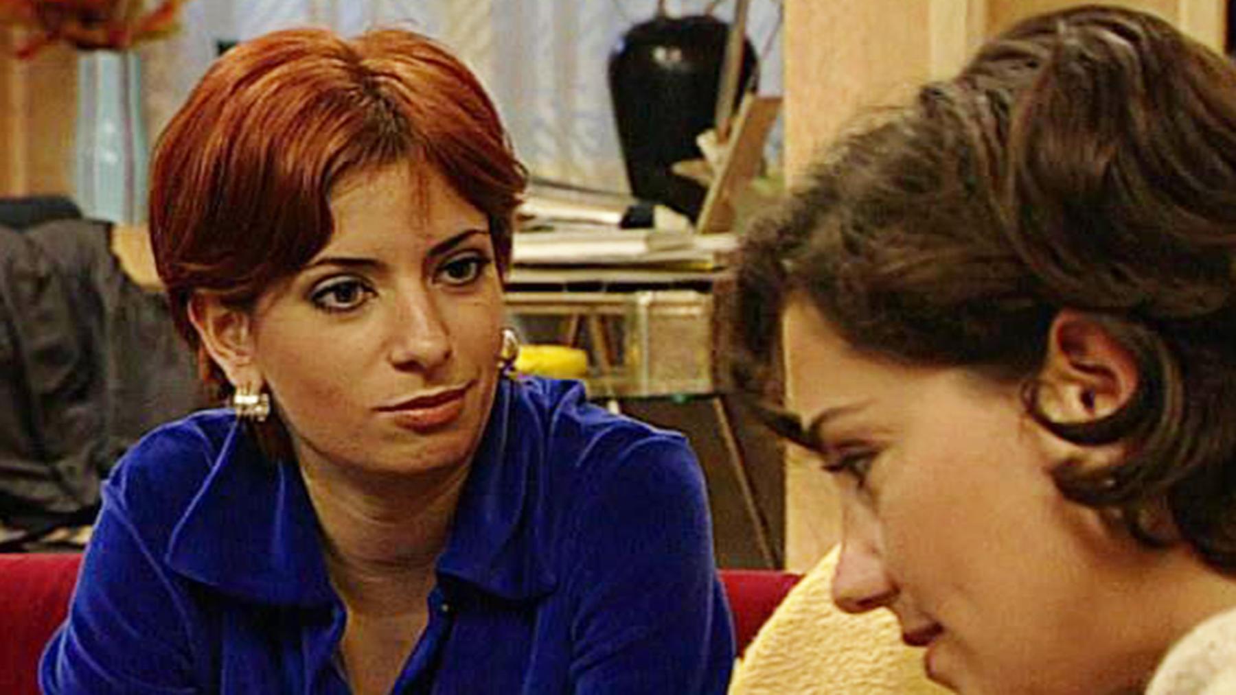Margot provoziert eine Schlägerei und wird verhaftet.
