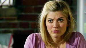 Maximilian und Simone planen eine Intrige gegen Lena.