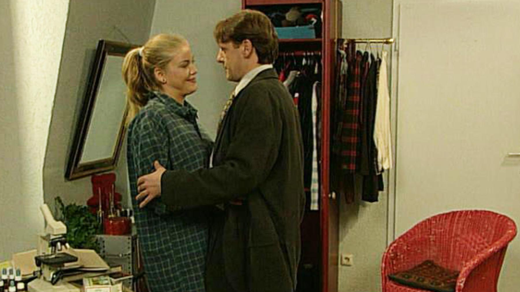 Gregor erfährt, dass Lona und Andreas zusammen sind.