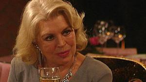 Lona erfährt, warum Gregor aggressiv auf sie reagiert.