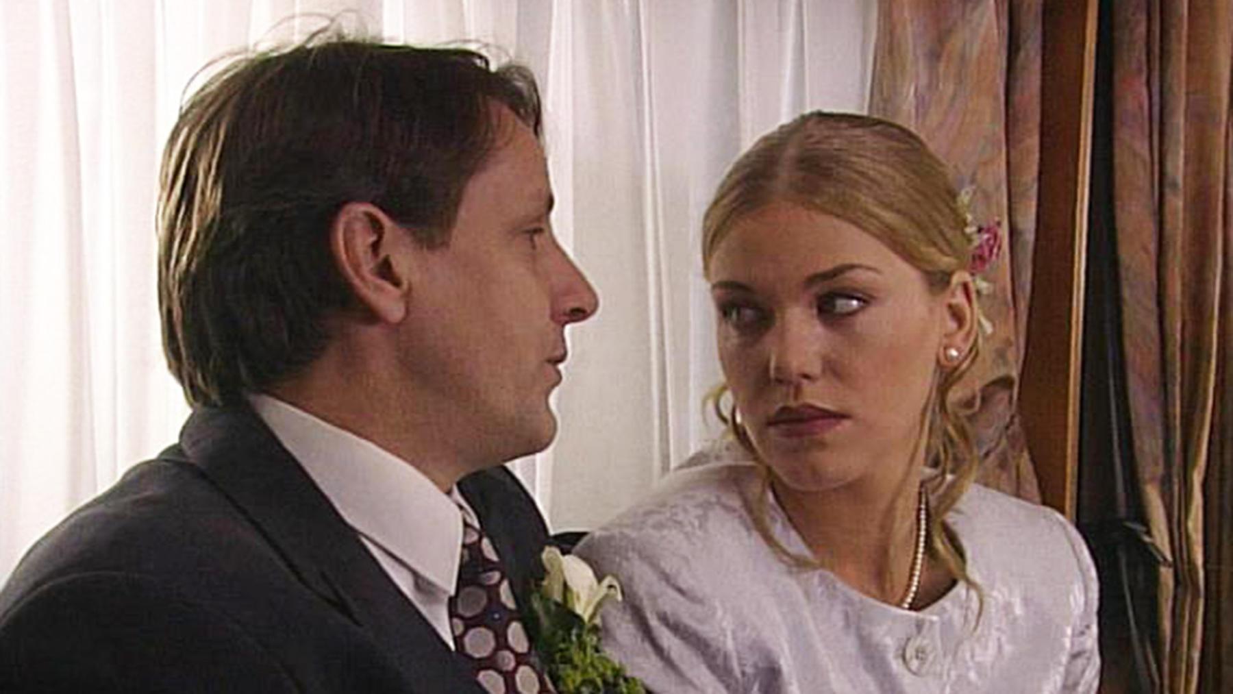 Corinna verkündet, dass es keine Hochzeit geben wird.