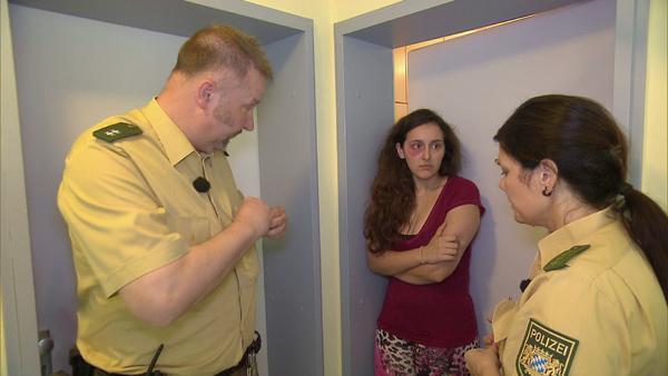 Baby wird entführt/Übernachtungsgäste entpuppen sich als Vergewaltiger