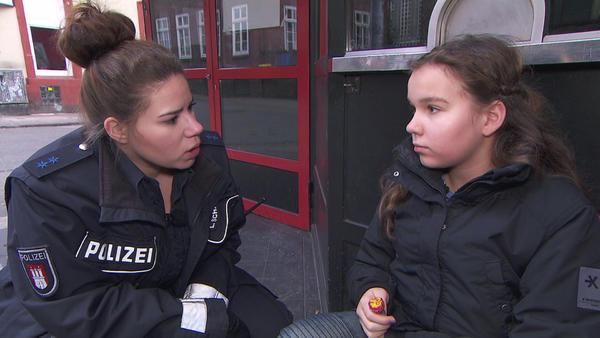 Böse Stiefmutter | Zickenkrieg auf Ponyhof | Alex als Aktmodell für Lena | Überfall beim ersten Mal