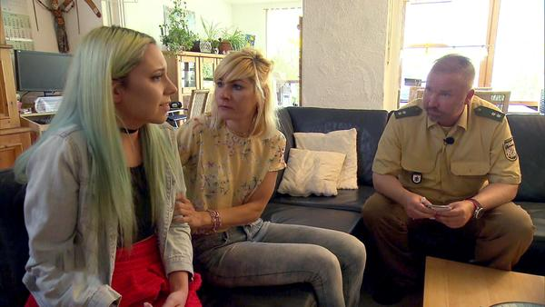 Fahrschülerin rastet aus | Junge Mutter wird Opfer von Trickbetrug