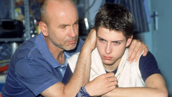 Hannes will John helfen