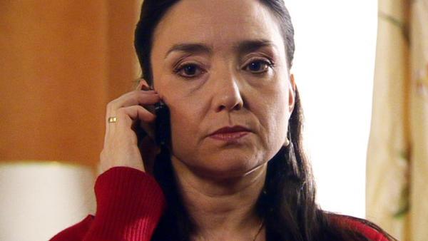 Simone missbraucht Constantins hilflosen Zustand.