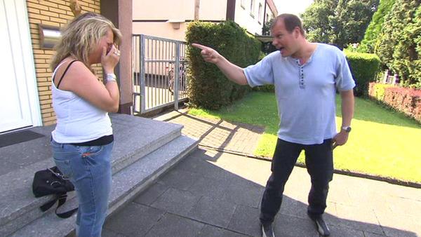 Krimineller Mann bedroht Exfrau und Kinder