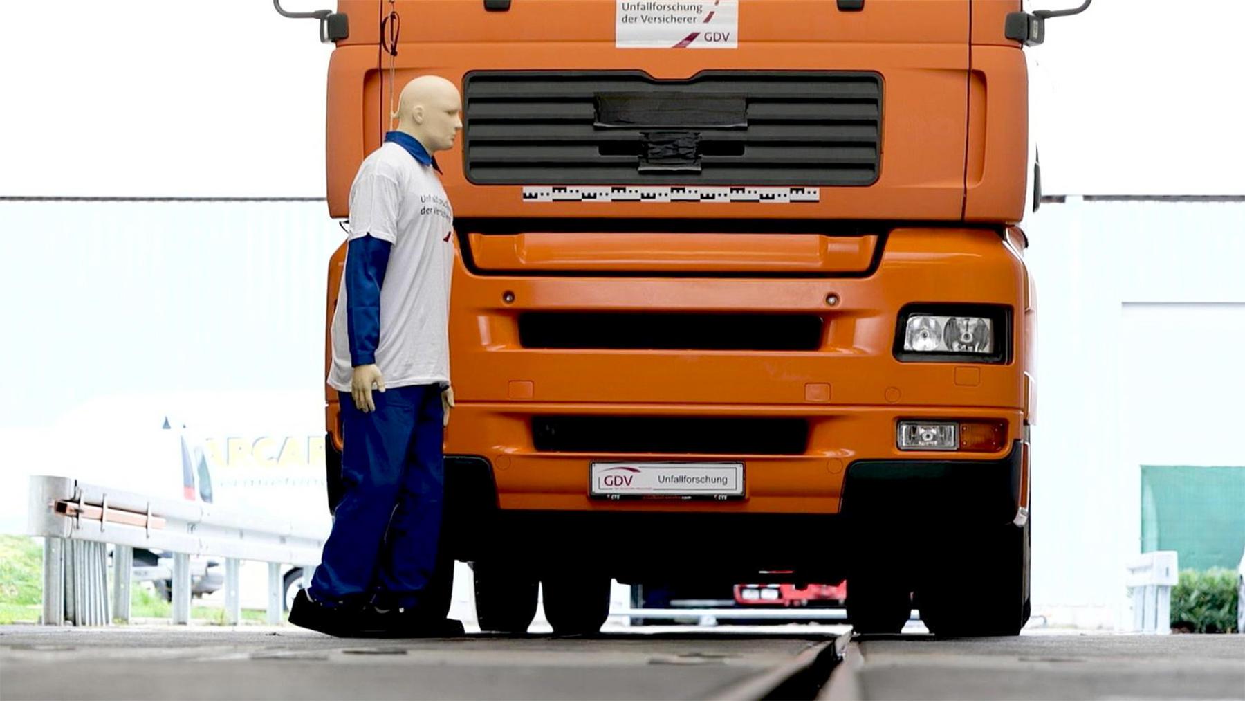 Heute u.a.: Crashtest LKW-Fußgänger mit Andi