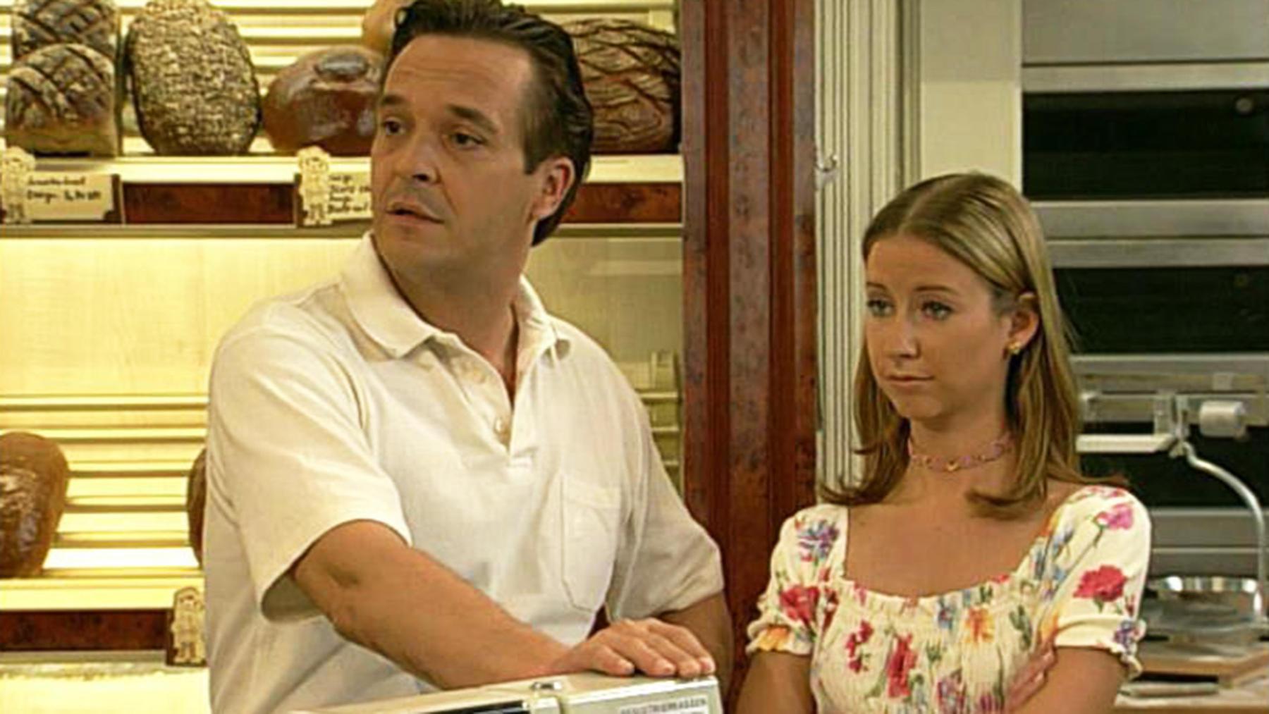 Antonia überlegt, ob sie die Stadt verlassen soll.