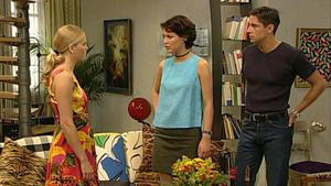 Andreas glaubt, dass Lona Gregor verführen wollte.