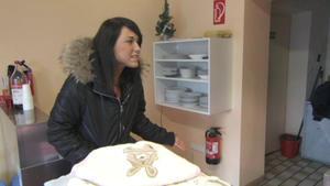 Mutter wirft schwangere Teenietochter aus dem Haus