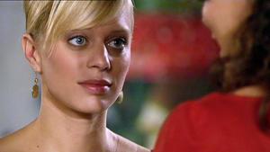 Lena ahnt nicht, dass sie von Maximilian manipuliert wird.
