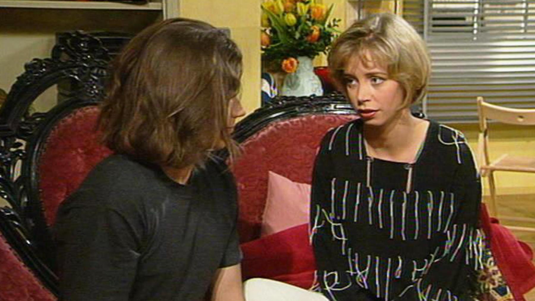 Elisabeth überzeugt Daniel, Angela einzustellen.
