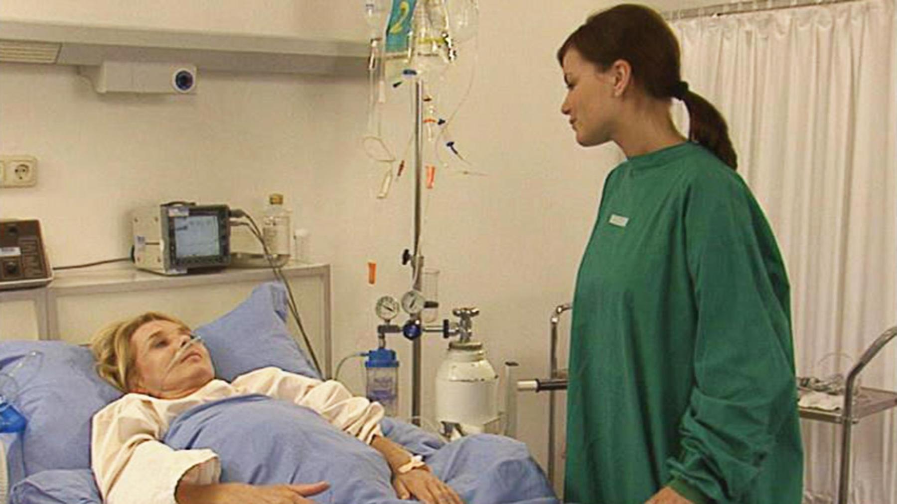 Tinnefeld und Regina kommen bei einem Unfall ums Leben.