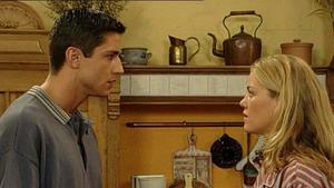Chris hält die Situation mit Corinna nicht länger aus.
