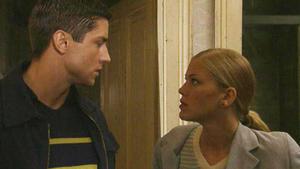 Aus Verzweiflung will Alicia ihr Haus in Brand setzen.