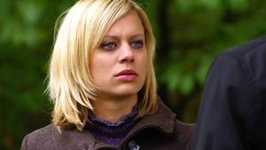 Lena ahnt nicht, dass Maximilian ein Ziel verfolgt.