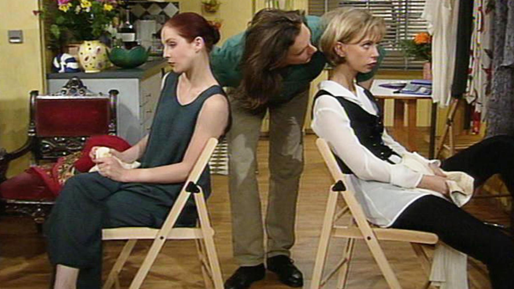 Elisabeth und Daniel haben wieder Probleme mit Angela.   Folge 800