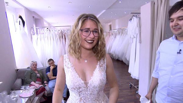 Babybauch im Brautkleid