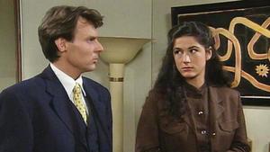 Saskia leidet darunter, keine Zeit für Tom zu haben.