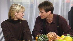 Saskia verdächtigt Tina, mit Tom eine Affäre zu haben.