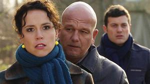 Lena gewährt Maximilian den Zutritt zu seinem Sohn.