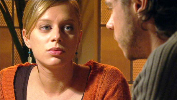 Celine zieht nach Maximilians Beichte aus der Villa aus