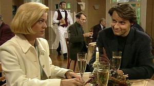 Rebecca bestätigt Elke, dass sie schwanger ist.