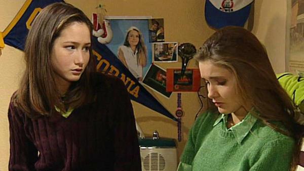 Eva überredet Charly, sich von Kim zu trennen.