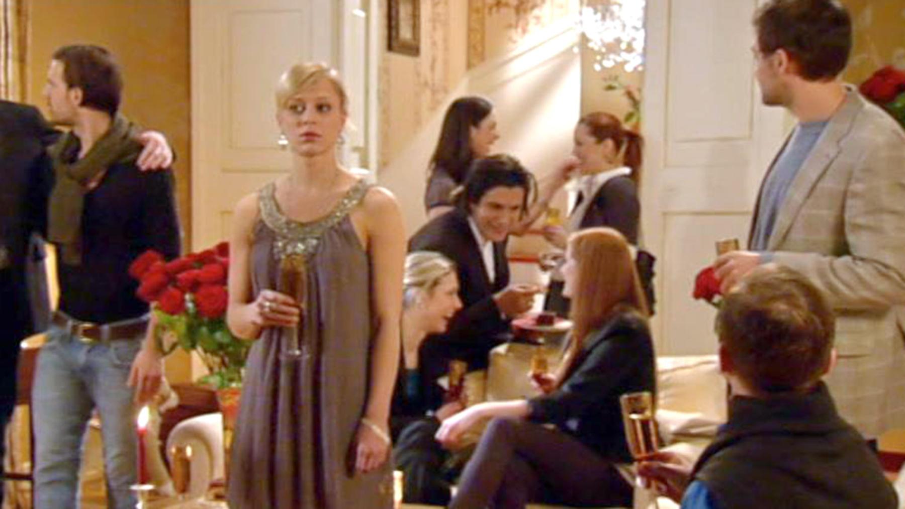 Lena lässt ihren Gefühlen für Maximilian freien Lauf