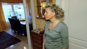 Neugierige Putzfrau lästert sich um Kopf und Kragen