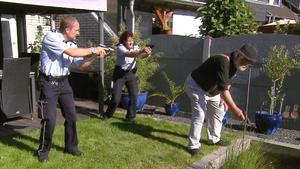 Opa schießt auf Koi-Karpfen / Bedröhnter Mann wird wie Dreck zurückgelassen