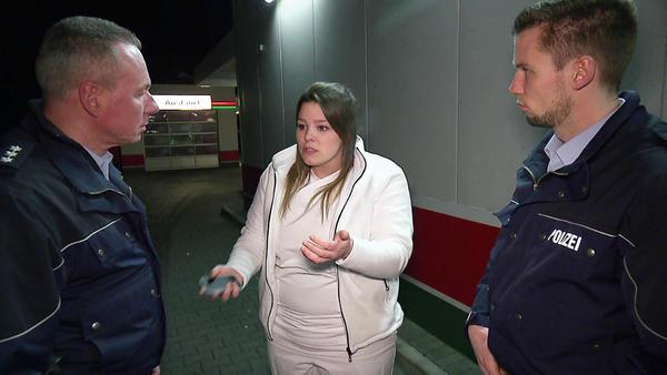 Pflegerin beobachtet Rentner-Kidnapping / Nachbarin sorgt sich um schreiendes Baby