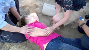Schwangere Frau wird von Angler aus Fluss gerettet