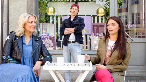 Moritz sucht bei Sunny und Emily nach Anschluß