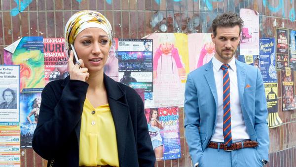 Um sich abzulenken, lässt sich Nazan auf einen Flirt ein