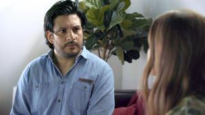 Nathalie besucht Maximilian im Gefängnis