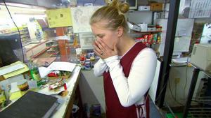 Dreister Filialleiter nutzt Mitarbeiterinnen aus