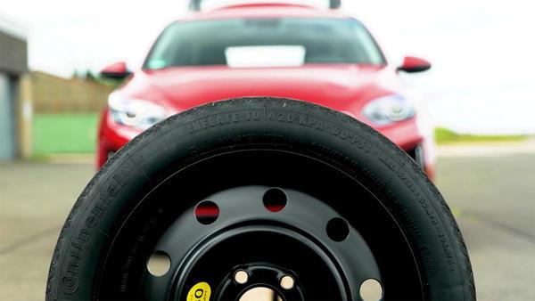 Thema heute u.a.: Reifenpanne mit Albert & Lance