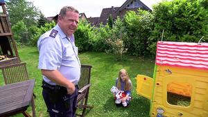 Kleines Mädchen löst gefährlichen Einsatz aus / Überfall in Autowerkstatt deckt Geheimnis auf