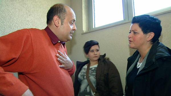 Skrupelloser Vermieter will Familie aus seinem Haus drängen