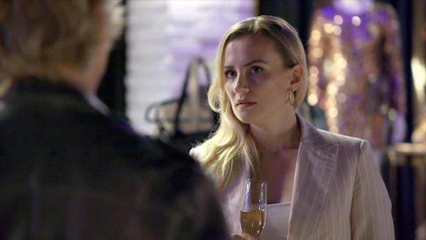 Finns Vermittlungsversuch endet im Streit mit Isabelle