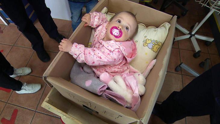 5-Jähriger will Baby-Schwester in Paket verschicken   Folge 2