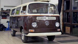 Der umgebaute VW T2 muss pünktlich auf die Straße rollen!